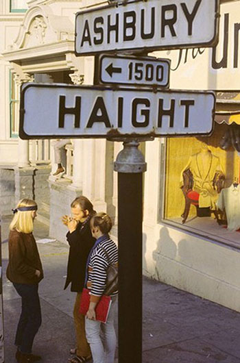 Gene Anthony, Hippies on the Corner of Haight and Ashbury, 1967, Inkjet print (reprint) , 35.6 x 27.9 cm, Collection of Wolfgang's Vault, San Francisco, © Wolfgang's Vault.
